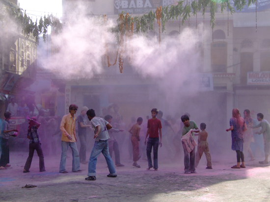 Holi_celebrations,_Pushkar,_Rajasthan
