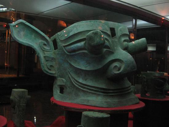 Masque-de-bronze-Sanxingdui