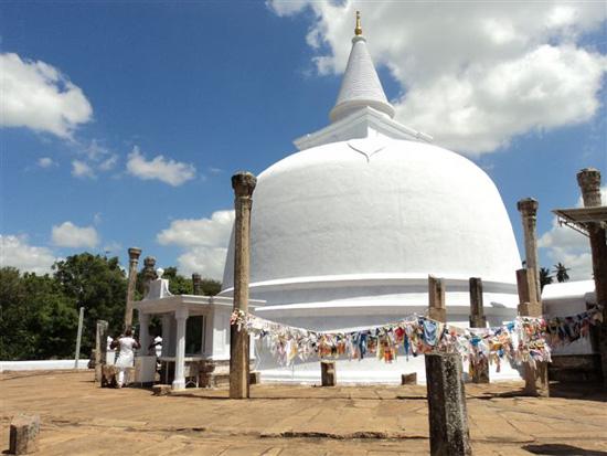 Lankarama_Dagaba_in_Anuradhapura