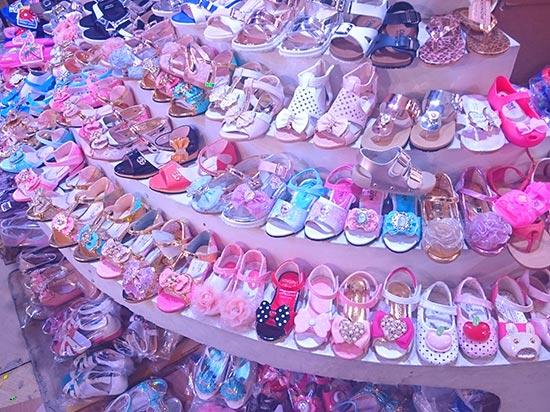 子供靴の陳列棚