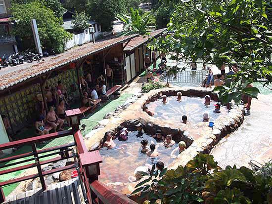 北投温泉親水公園露天風呂。男女混浴である