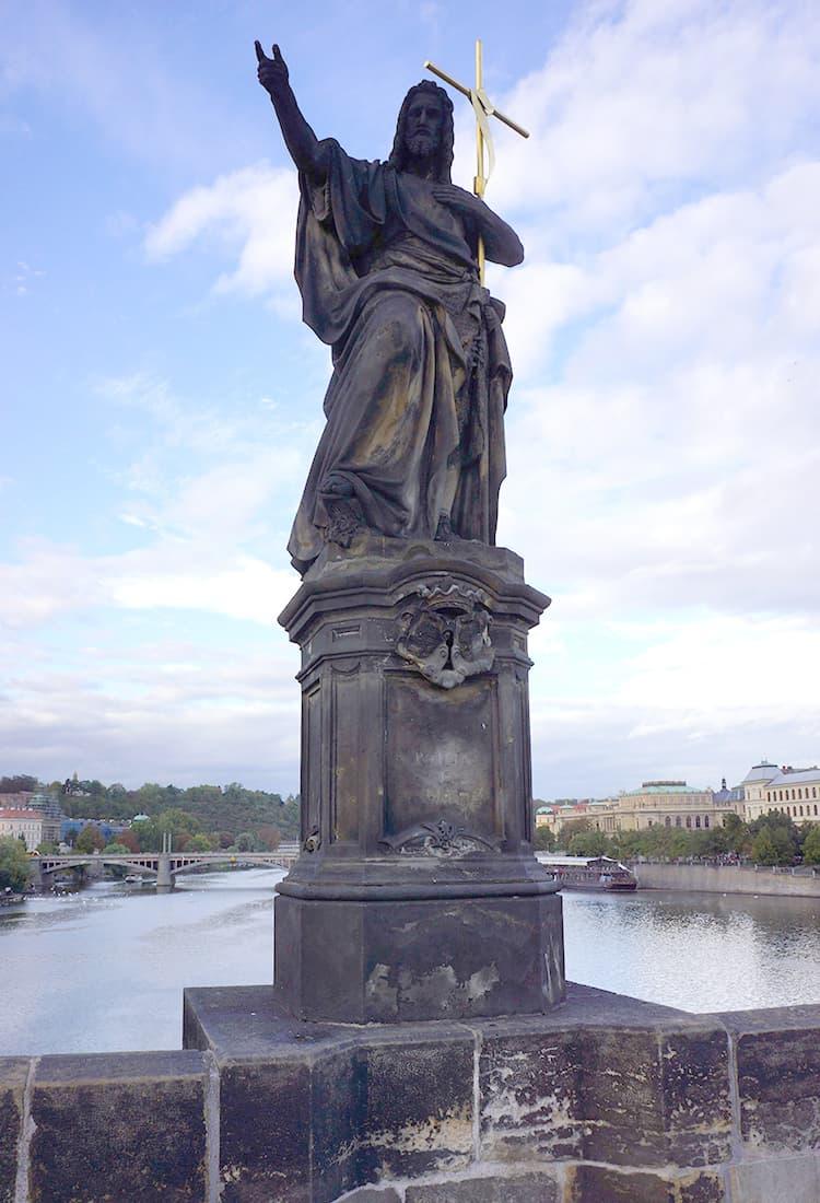カレル橋の聖人像