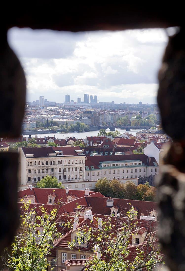 プラハ城の中から川方向を見る