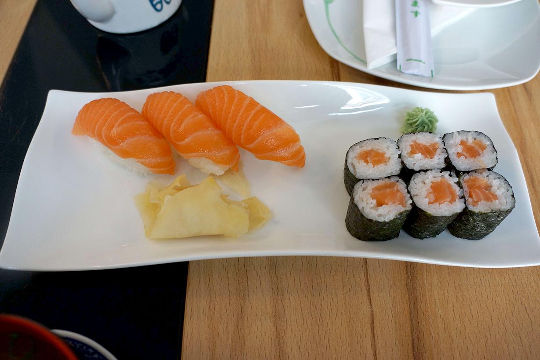 寿司屋「大石」。普通にサーモンだった
