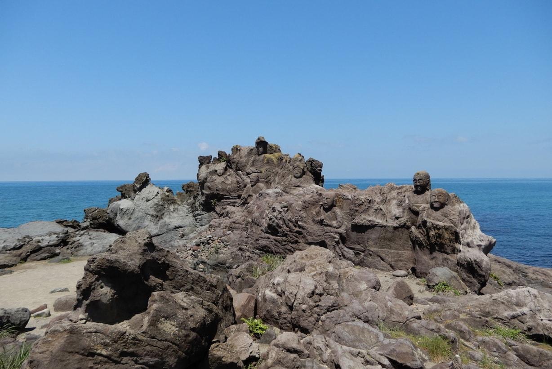 山形県遊佐町の十六羅漢岩