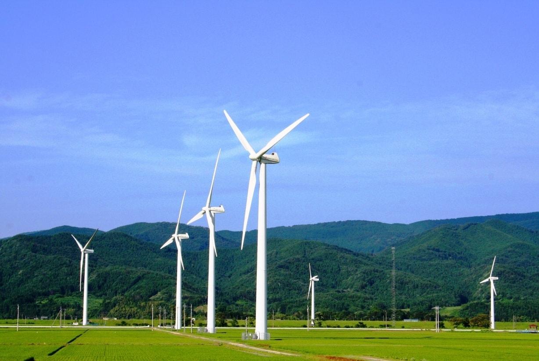 山形県庄内町の風車群