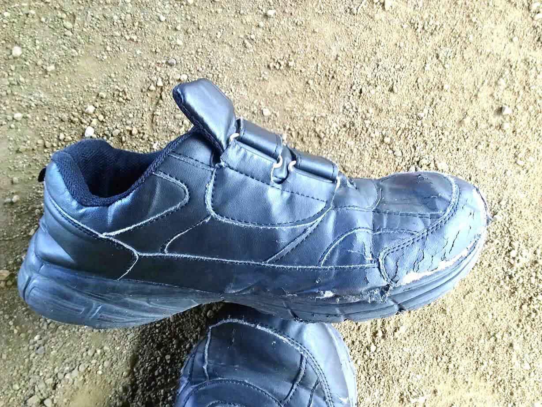 靴ボロボロ