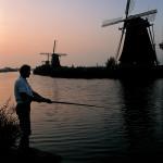 夕暮れの風車