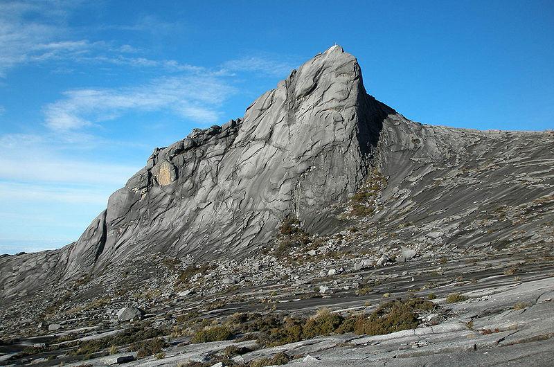 クアラルンプール往復に飽きたら! ボルネオ島・標高4,095mのキナバル山へ
