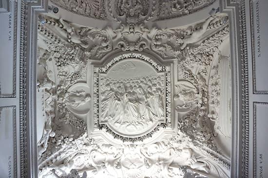 聖ペテロパウロ教会:天井の彫り物。いい味出してる。