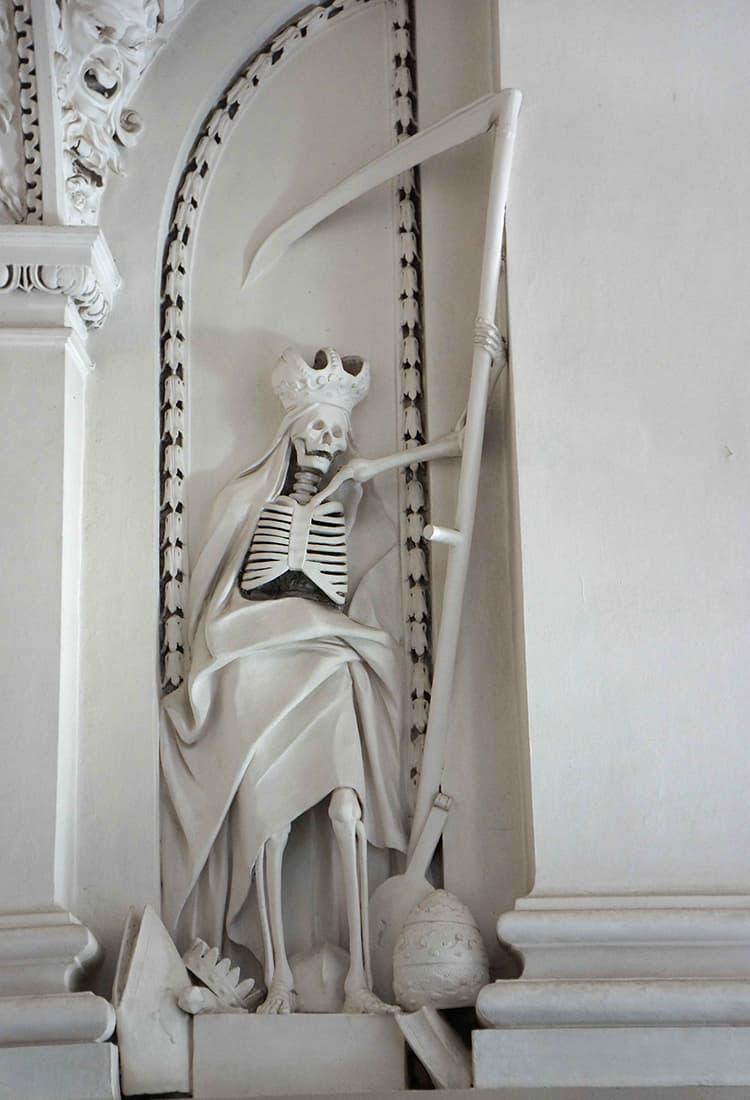 聖ペテロパウロ教会:死神氏。何かコミカル。