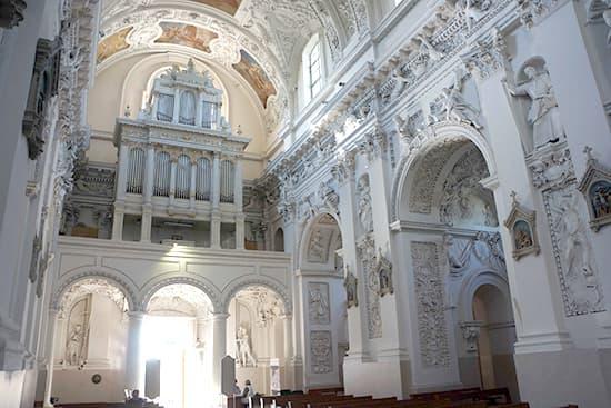 聖ペテロパウロ教会:奥から入り口を撮ったもの。