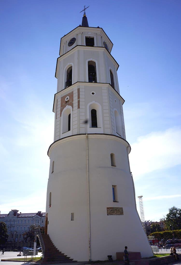 大聖堂…の前の塔。逆光がいい味になった。
