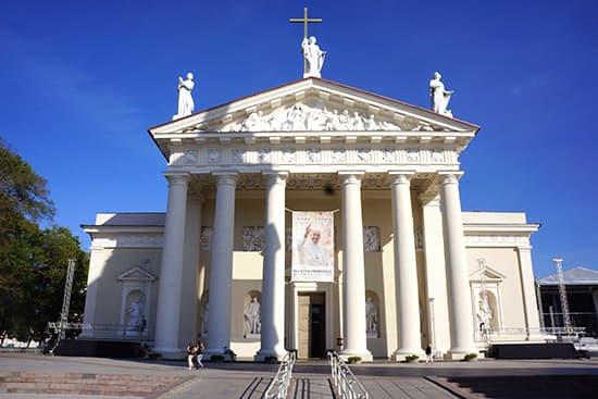 こちらが大聖堂本体。ほぼパルテノン。