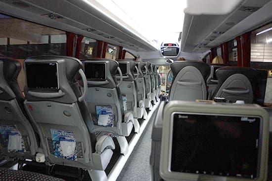 バス車内。日本でも十分通用するレベル。