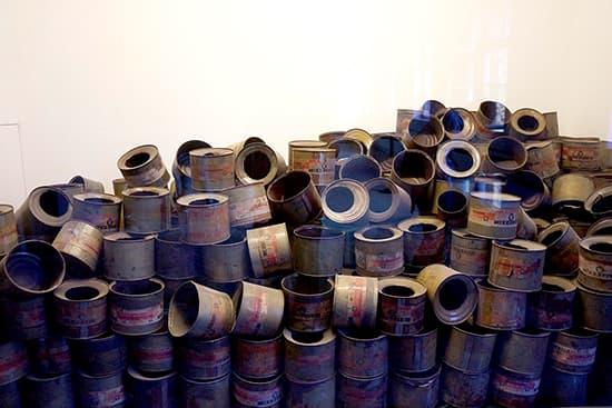 毒ガスの空き缶。メーカーからは20tが納品されたとか