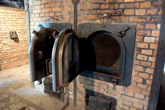 ガス室の隣の死体焼き窯