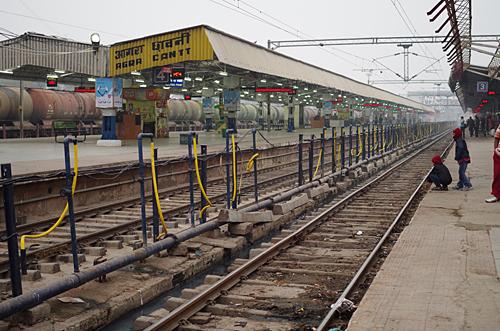 巨大なアグラ・カーント駅
