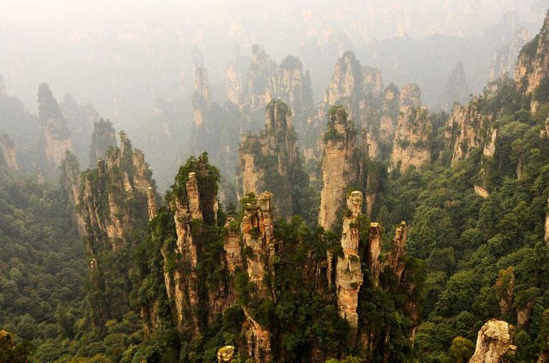 リアルSF世界! 中国・華南の幽玄世界「武陵源」と風光明媚な古鎮
